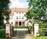 Ansicht Schloss: Verkauf Schloss / Gutsschloss Norddeutschland, Nähe Berlin / Hamburg: Flugplatz 15 Min. entfernt